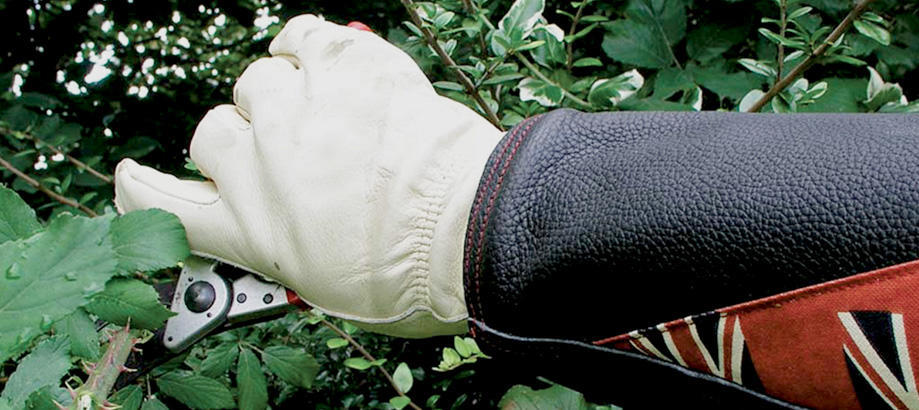 Header_for-the-gardener-gifts-for-dad-anti-bramble-gauntlet
