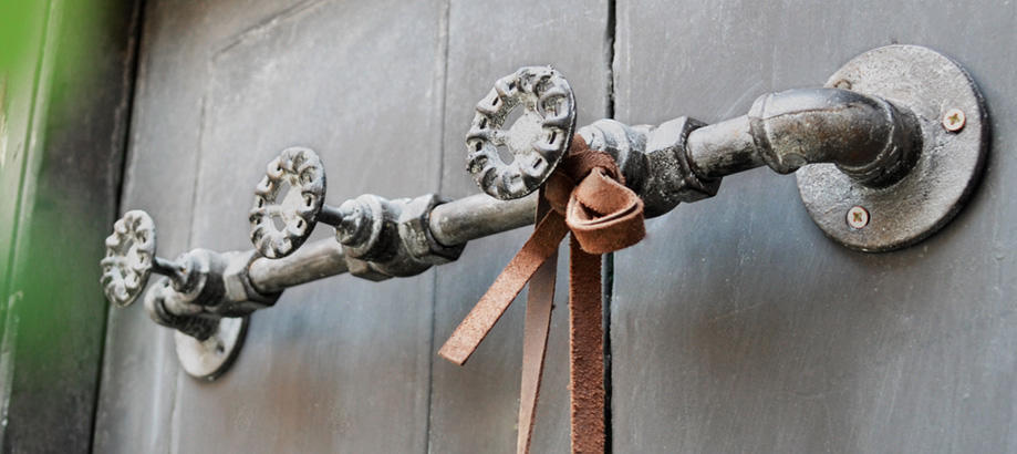 Header_garden-art-and-decor-shed-decor-valve-hooks