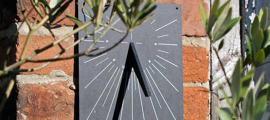 Header_garden-services-recycle-sundial