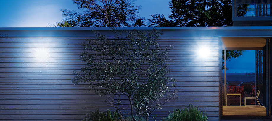 Header_outdoor-lighting-steinel-floodlight-with-sensors-xled-home