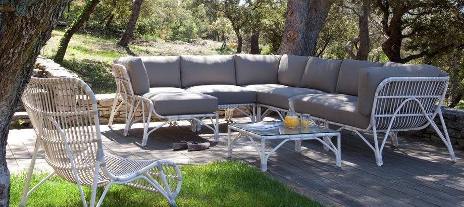 Header_cat-image-outdoor-furniture-lucy