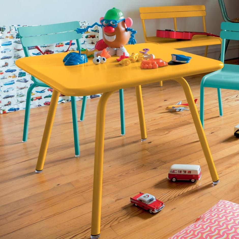 Luxembourg Kid 57 x 57 Table
