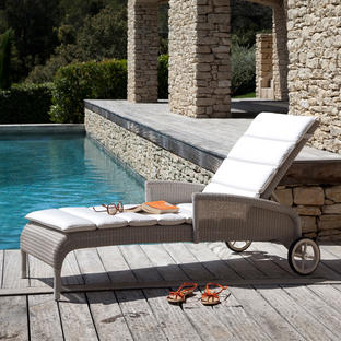 Safi Sunlounger with Arms