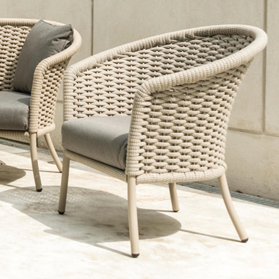 Cordial Outdoor Lounge Chair
