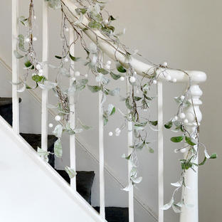Frosted Mistletoe Swag Garland