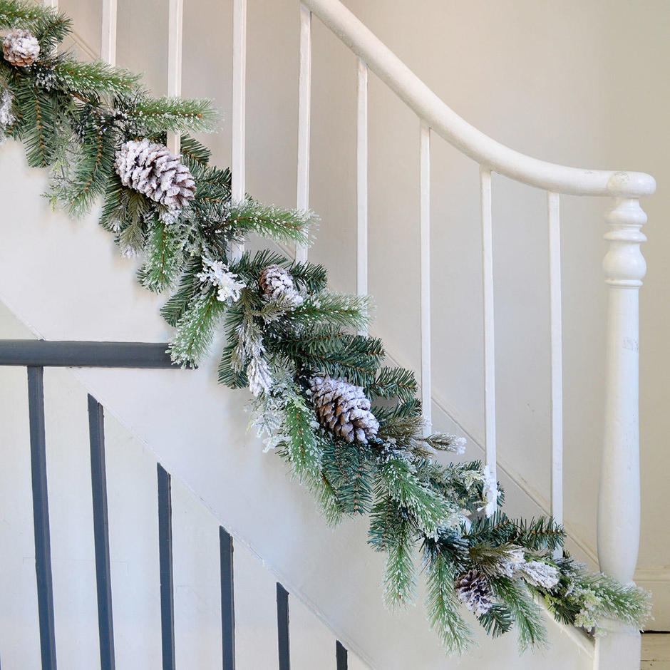 Large Snowy Tipped Pinecone Garland