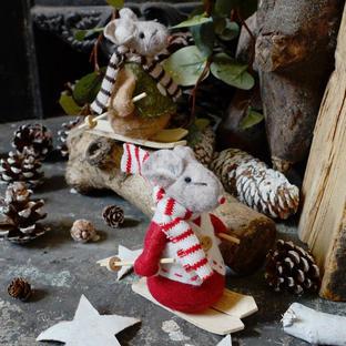 Skiing Christmas Mice